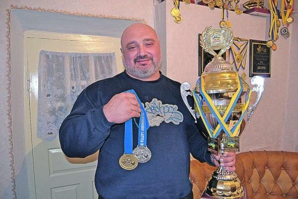 Одесский священник выиграл международный чемпионат по пауэрлифтингу