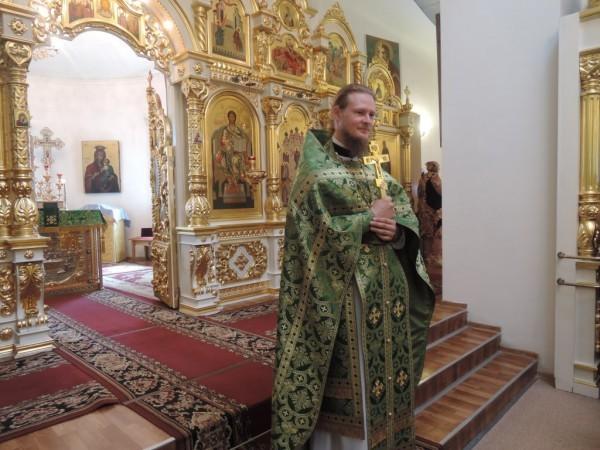 Нынешний настоятель храма священник Сергий Сивоплясов