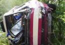 Семь человек погибли в результате падения автобуса с обрыва в Крыму