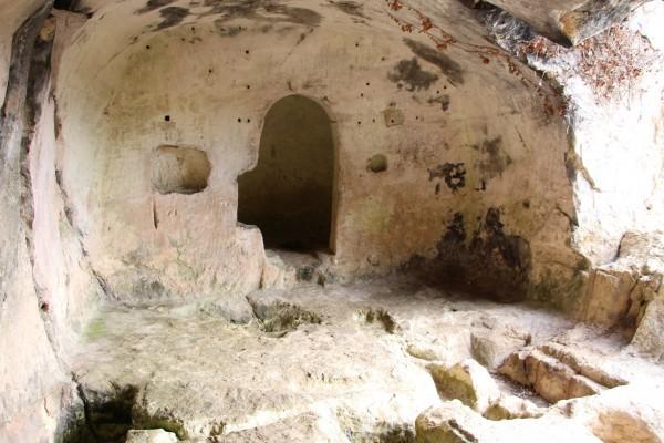 Пещерный храм близ села Ланьо. Фото: orthodoxspain/flickr.com