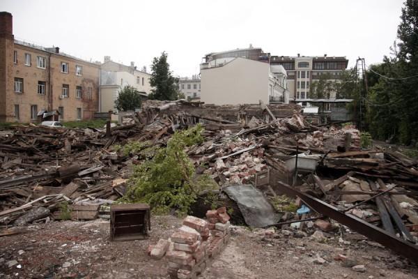 На месте разрушенного дома. Фото: vanmeetin.livejournal.com
