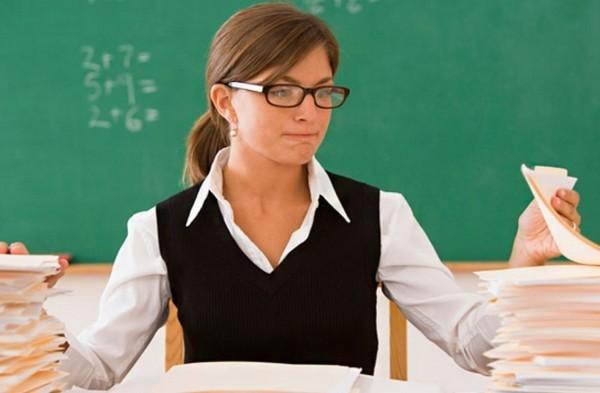 Минобразования сократит бумажную отчетность школ