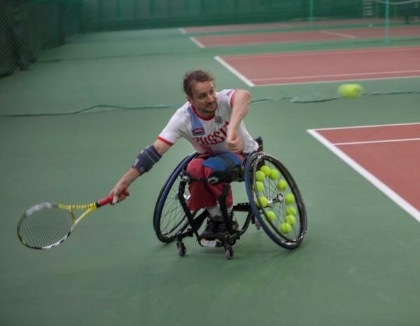Петербуржцы собрали деньги на коляску для теннисиста-инвалида