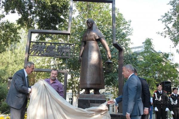 В Кирове открыли памятник сестрам милосердия