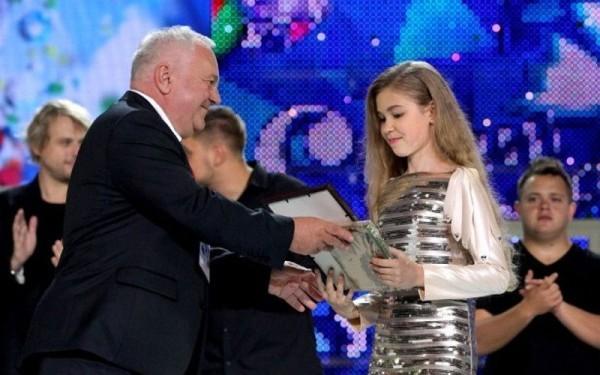 11-летняя певица из Брянска передала 134 тысячи рублей на лечение больного ребенка