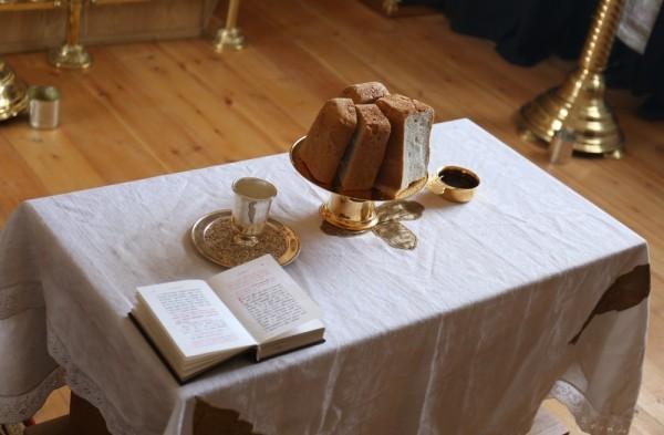 Конечно, хлеба для литии не было – освящали обычную буханку.