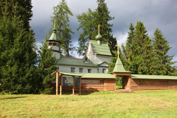 В Кенозерье освящен отреставрированный храмовый ансамбль «Порженский погост»