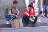 Ребенок случайно нашел свою бездомную мать в ролике на YouTube