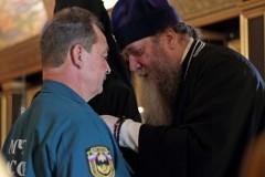 Пожарный из Оренбуржья награжден медалью Церкви за спасение 18 человек из снежного затора