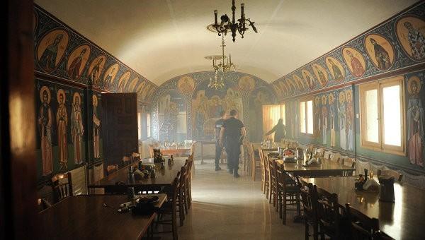 Синод Элладской Церкви в Афинах забросали «коктейлями Молотова»