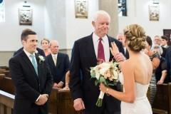 Невесту отвел к алтарю мужчина с сердцем ее убитого отца