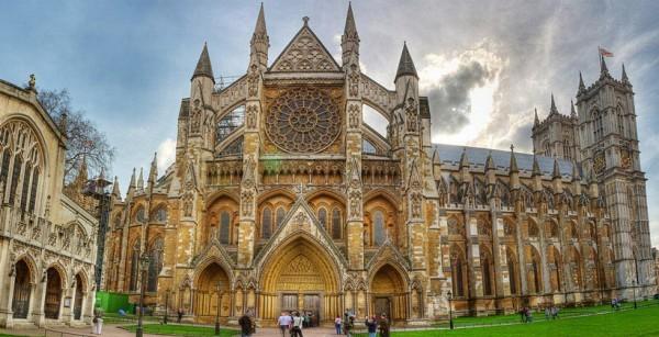 Вестминстерское аббатство подсветят красным в знак солидарности с христианами Ближнего Востока