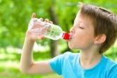 В детской воде известных брендов нашли ртуть, микробы и хлороформ