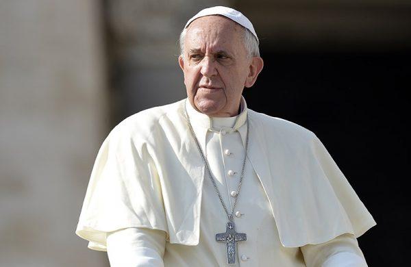 Папа Римский поддержал протест против однополых браков