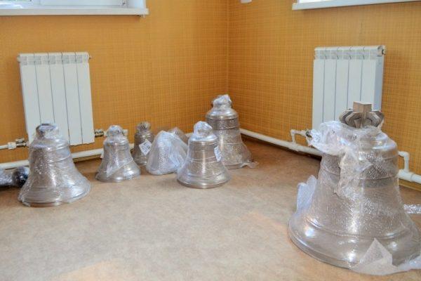 В Хабаровск привезли колокола для сгоревшего храма Александра Невского