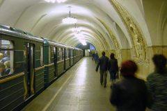 Пассажиры московского метро спасли двух людей, упавших на рельсы