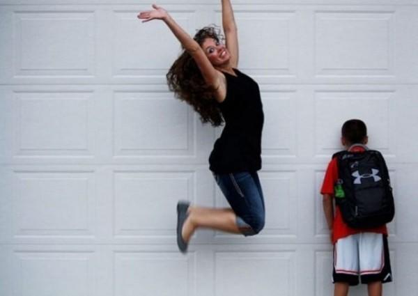 Грустные дети и веселые родители: в соцсетях встретили 1 сентября