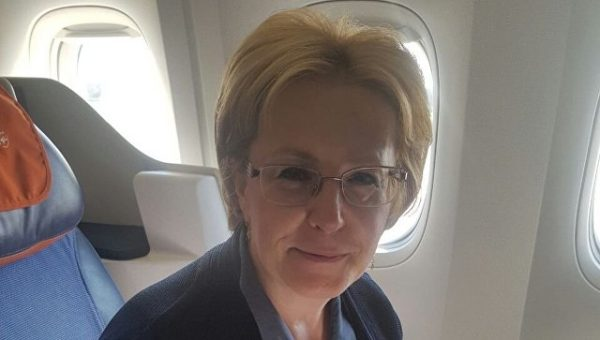 Глава Минздрава РФ спасла жизнь пассажирке прямо на борту самолета