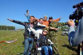 Девушка из Новосибирска пролетела на параплане в инвалидном кресле