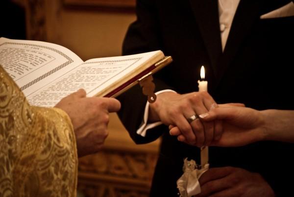 Архиерейский Собор принял документ о церковном браке