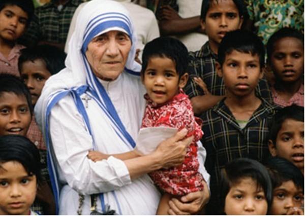 Папа Римский причислил мать Терезу к лику святых