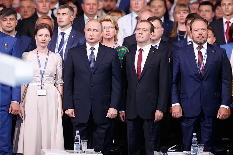 Анна Кузнецова,  Владимир Путин и  Дмитрий Медведев.  Фото: Михаил Джапаридзе/ТАСС