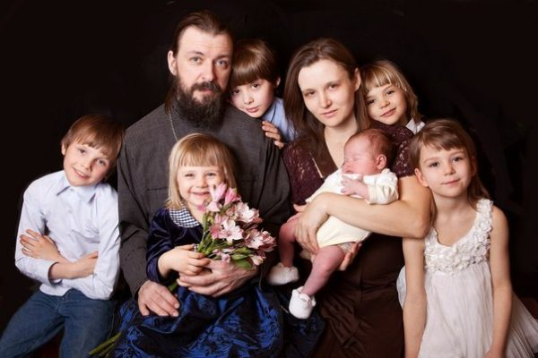 Отец Антоний с семьей