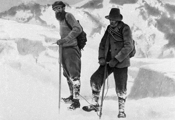 Отто Шмидт (слева) на Памире. 1920 год. Фото РИА Новости