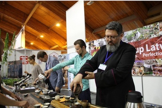 Лютеранский пастор стал чемпионом Латвии по чайному мастерству
