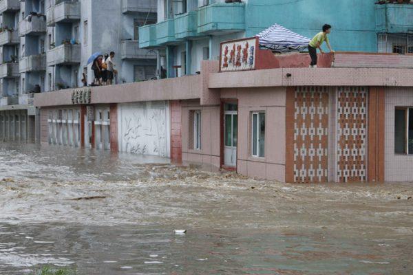 Разрушительное наводнение в КНДР унесло жизни 133 человек