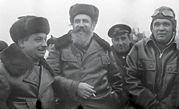 Отто Шмидт с участниками первой в мире воздушной экспедиции на Северный полюс