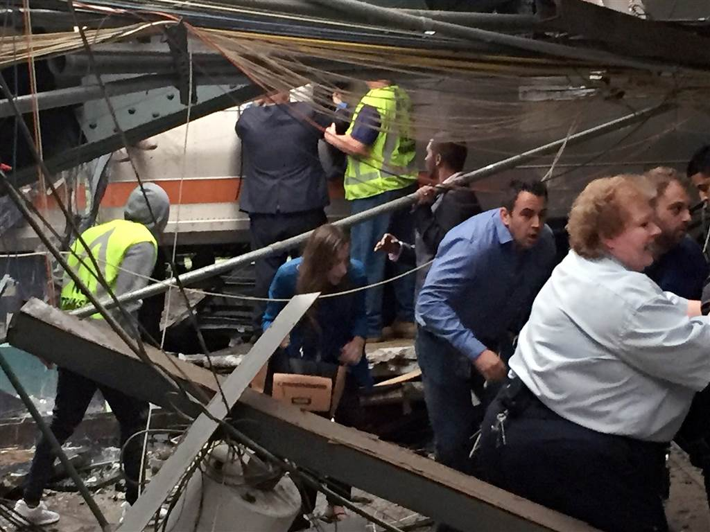 ss-160929-hobken-train-crash-01_e4f6c52ecf088d8a03736e0ffc1265dd-nbcnews-ux-1024-900