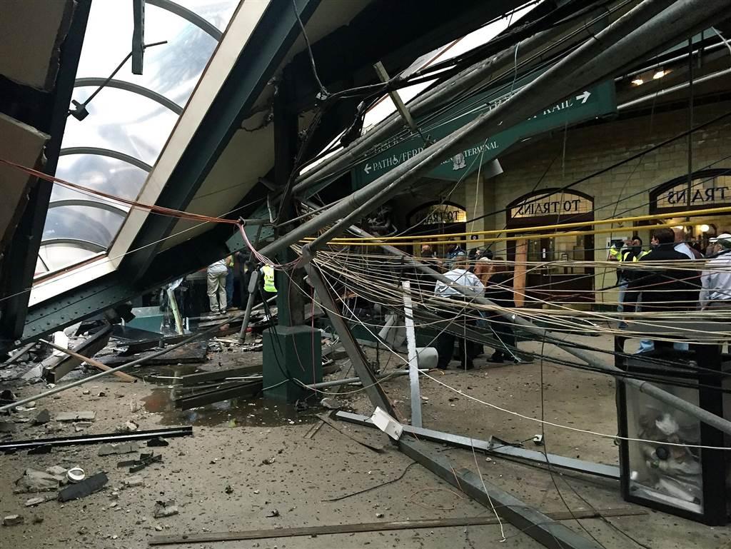 ss-160929-hobken-train-crash-05_1bb44bc9fc28d53bc792dffe0493e238-nbcnews-ux-1024-900