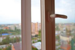 В Челябинске расследуют смерть школьницы, упавшей с шестого этажа