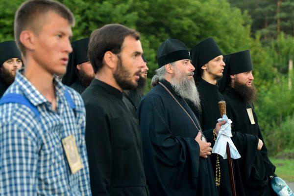 На Украине разрешили свободно проводить богослужения на улице