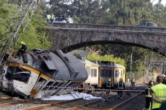 В Испании пассажирский поезд сошел с рельсов, есть жертвы