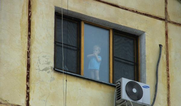 В Санкт-Петербурге родители не пускали врачей к выпавшему из окна мальчику