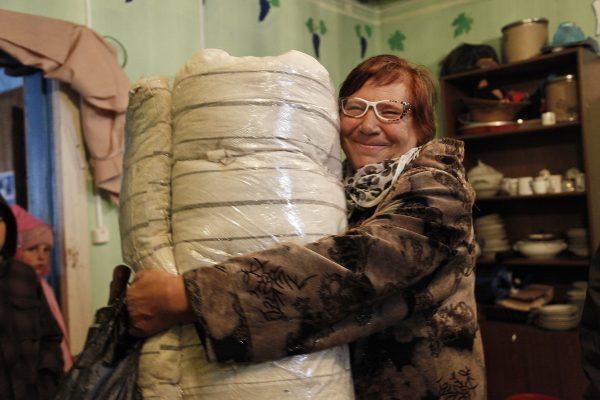 Церковь закупает для жителей Приморья матрасы, подушки и одежду