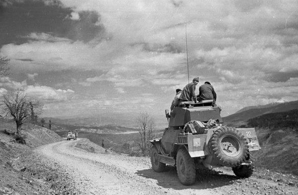 Гражданская война в Греции. 1948 год. Правительственные солдаты контролируют местность.