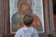 Богородица – первая среди встречающих