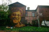 Художник выложил на стене портрет Шевчука из осенних листьев