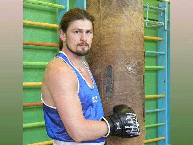 Священник и боксер Сергий Акимов: парню 7-10 лет, а он уже добивает соперника