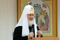 Патриарх Кирилл посоветовал молодым людям не откладывать брак на потом