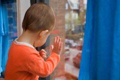 В Волгограде 4-летний ребенок выжил после падения с пятого этажа