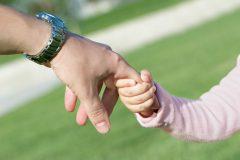 Минобразования предлагает платить зарплату «социальным родителям»