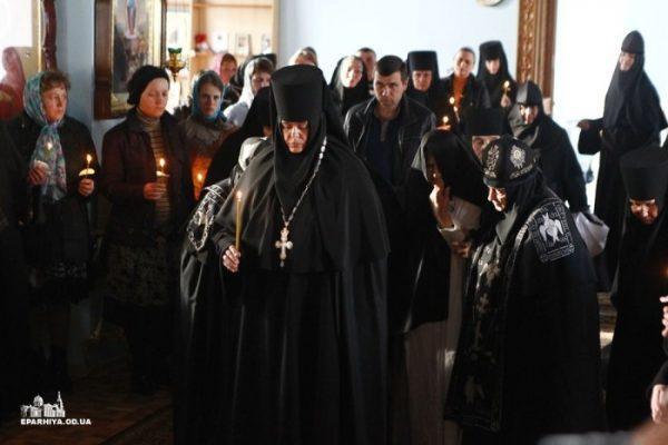 Игумения Серафима с сестрами Одесского монастыря. http://mihalovskiy.church.ua
