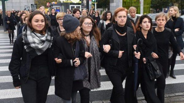 В Польше проходят многотысячные акции протеста против запрета абортов
