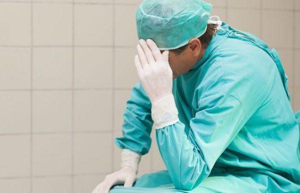Правительство сократит расходы на здравоохранение на треть