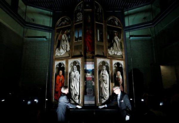 В Бельгии частично восстановили знаменитый Гентский альтарь