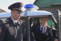 Двое полицейских на руках вынесли парализованного из горящего дома
